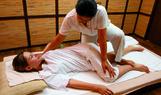 traditionelle thai massage frauen kopf rucken ganzkorper